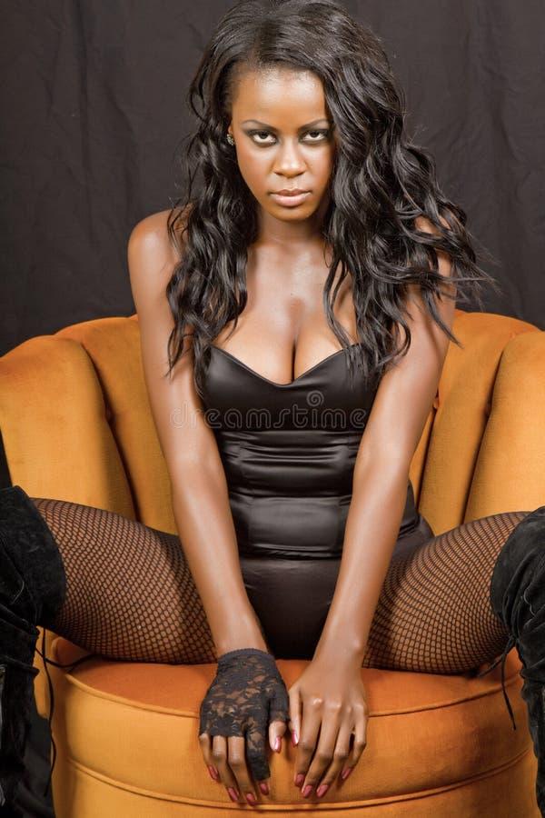 Schöne junge schwarze Frau stockfotos