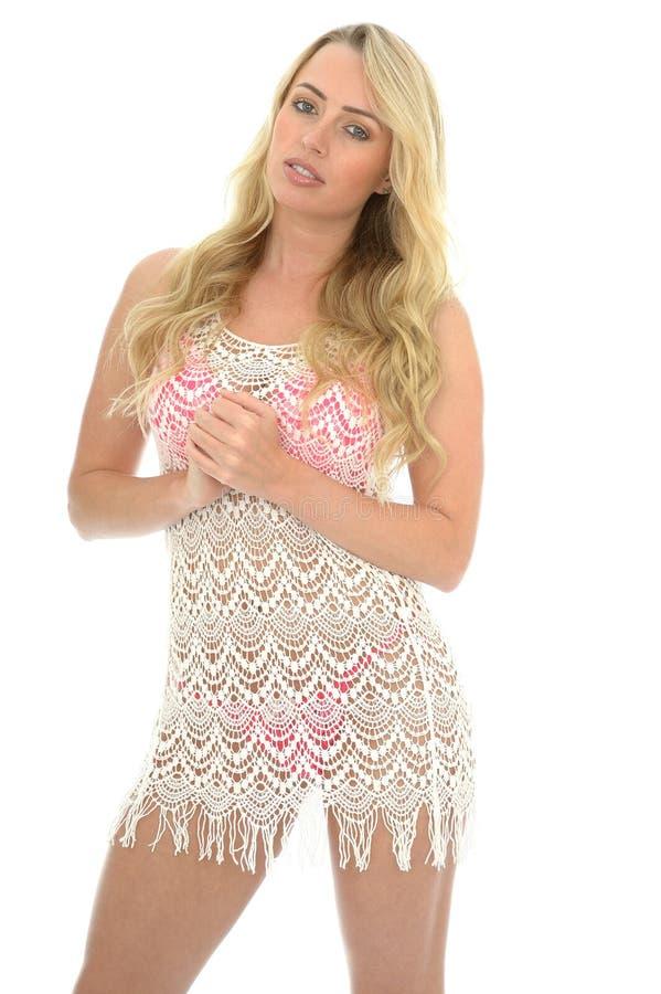Schöne junge sexy Frau, die Lacy See Through Mini Dress trägt lizenzfreie stockbilder