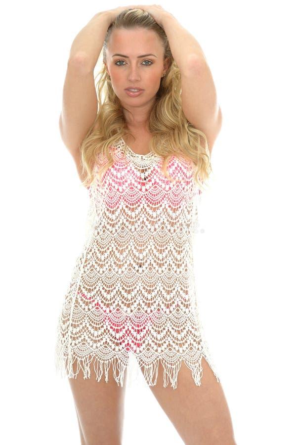 Schöne junge sexy Frau, die Lacy See Through Mini Dress trägt stockfotos