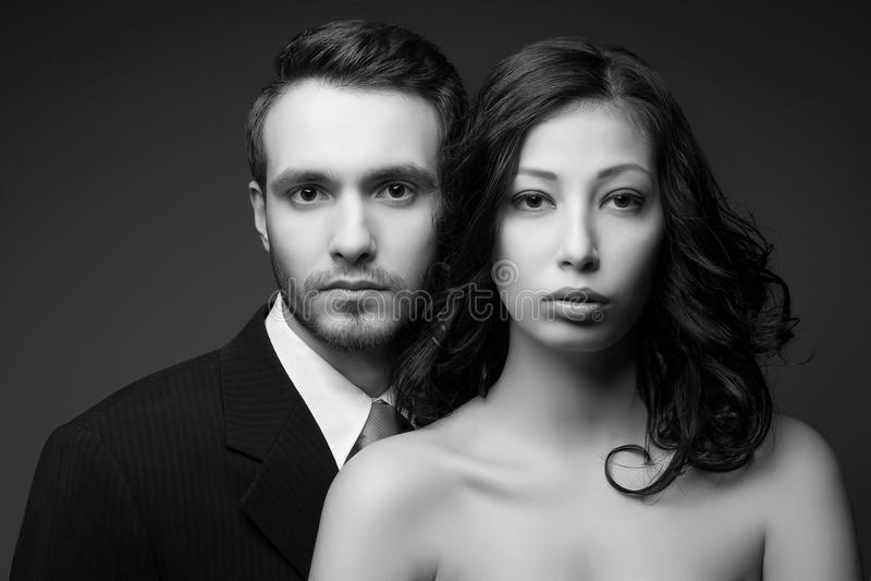Schöne junger Mann- und Frauenaufstellung lizenzfreies stockbild