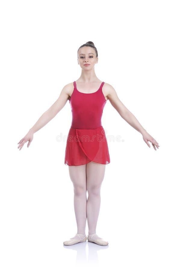 Schöne künstlerische weibliche Ballerina, die, Ballettelement durchführend ausarbeitet lizenzfreies stockfoto