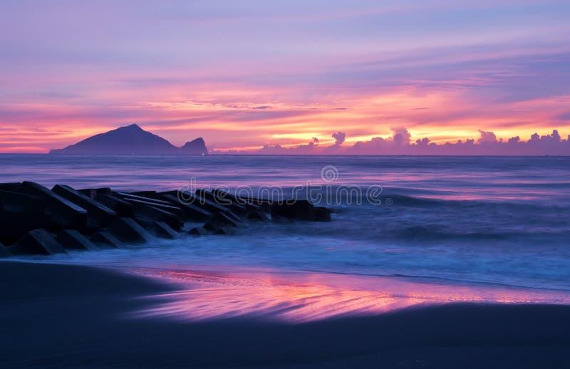 Schöne Küste der Sonnenaufganglandschaft von Taiwan stockbild