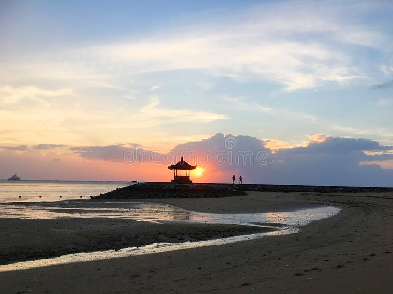 Schöne Küste von Bali, Indonesien lizenzfreies stockfoto