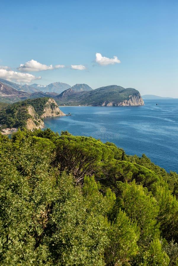 Schöne Küstenansicht, adriatisches Meer, Montenegro stockfotografie