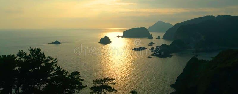 Schöne Küstenlinie in Japan lizenzfreies stockfoto