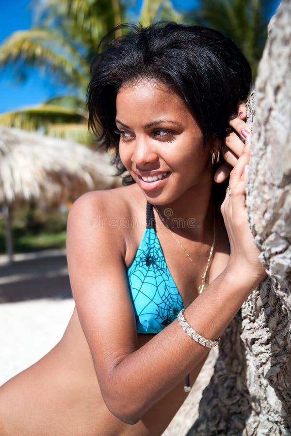 Schöne karibische Frauenaufstellung stockbilder