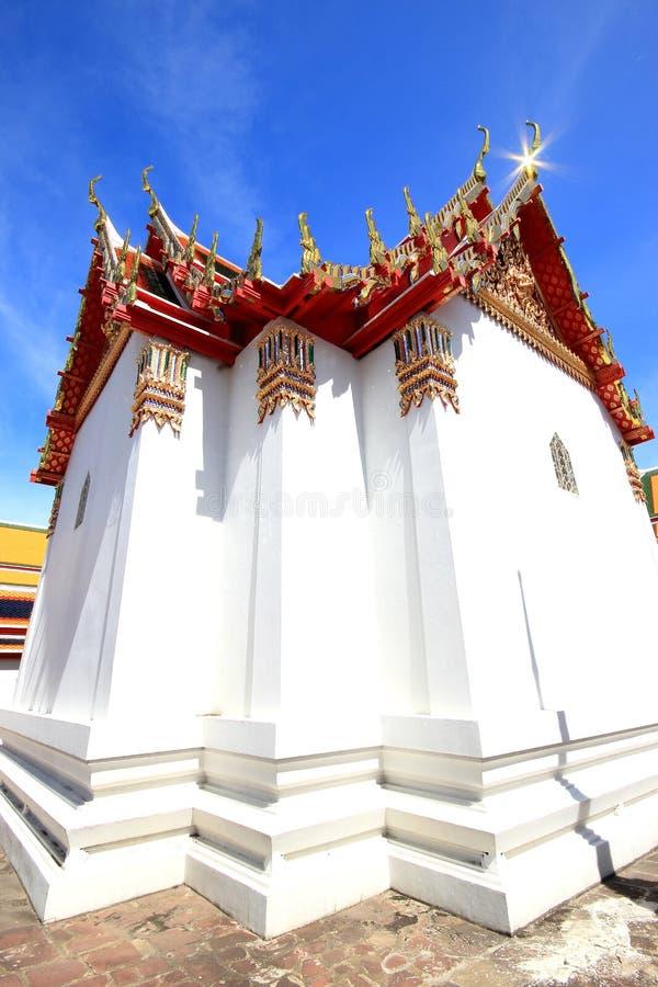 Schöne Kirche in Thailland stockfotos