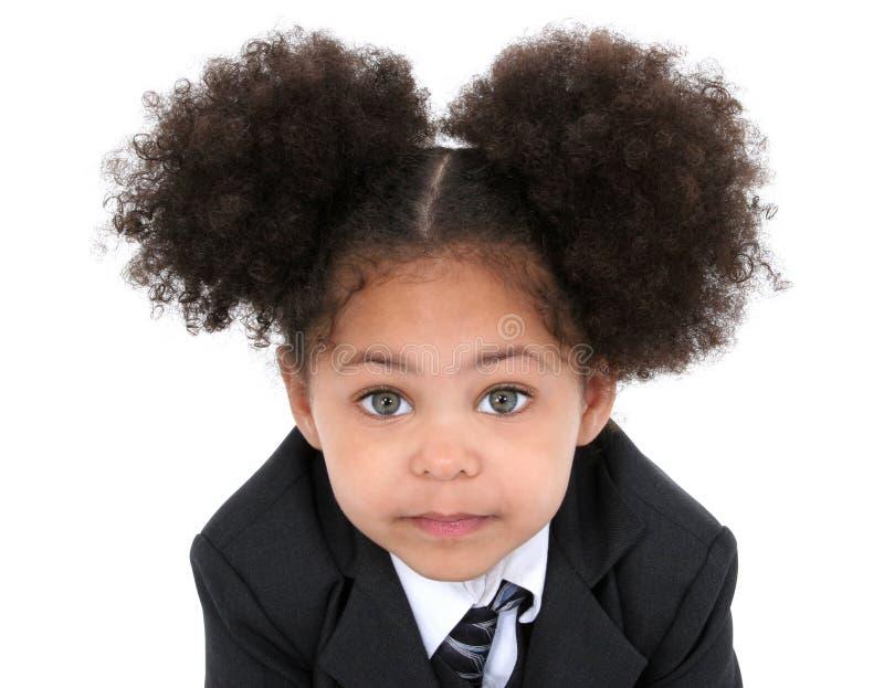 Schöne kleine Geschäftsfrau in der Jacke und in der Gleichheit lizenzfreies stockfoto