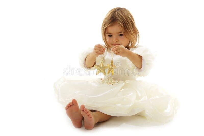 Schöne kleine Prinzessin mit Weihnachtssternen lizenzfreies stockbild