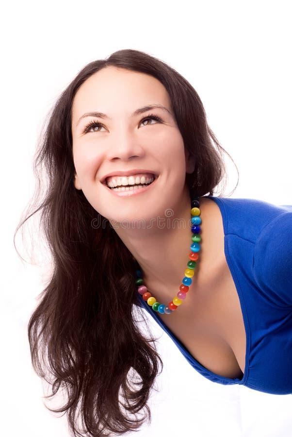 Schöne lächelnde Brunettefrau lizenzfreie stockfotos