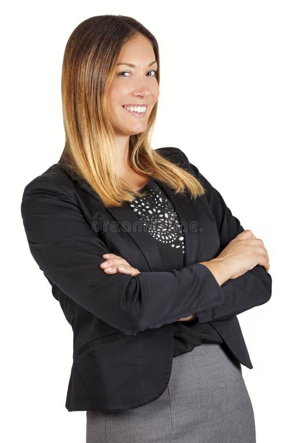 Schöne lächelnde Führerfrau des Lächelngeschäfts oder -unterstützung auf Weiß Arme kreuzten stockfoto