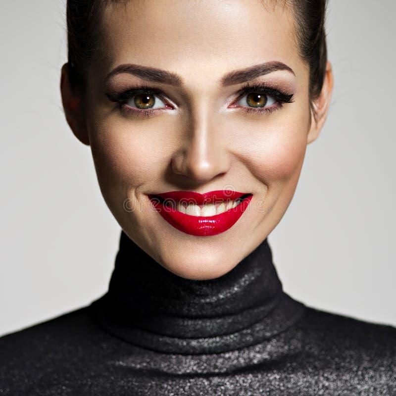 Schöne lächelnde Frau stockfotos