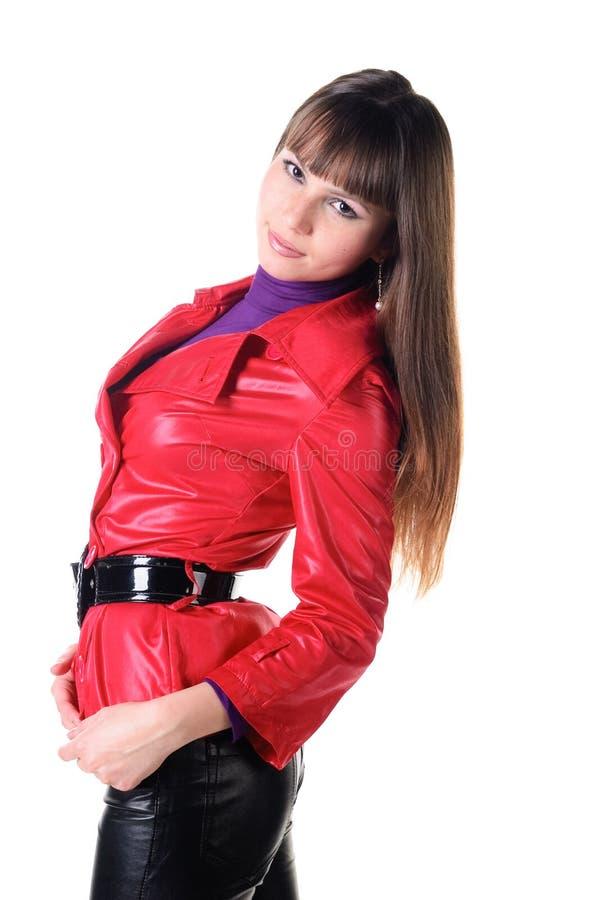 Schöne lächelnde Frau in den ledernen Hosen. stockfotos