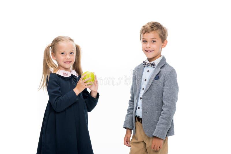 Schöne lächelnde Schüler stockfoto