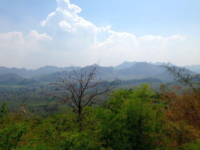 Schöne Landschaft in den Gebirgsoberteilen lizenzfreie stockfotografie