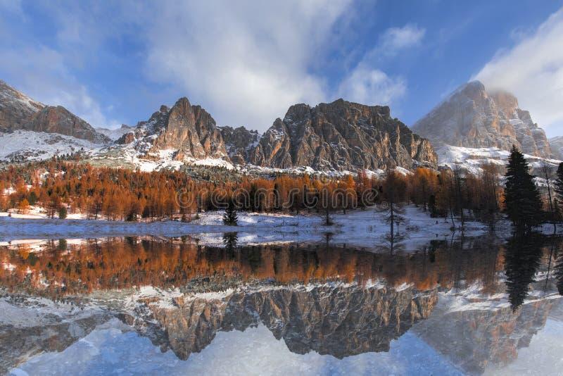 Schöne Landschaft der Dolomit lizenzfreie stockbilder