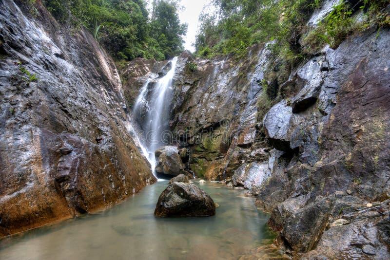 Schöne Landschaft des Wasserfalls bei Gunung Pulai, Johor, Malaysia lizenzfreie stockbilder