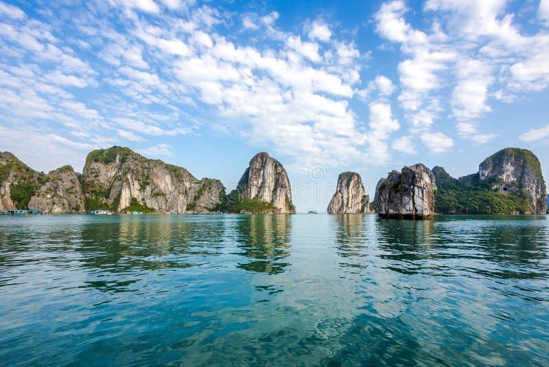 Schöne Landschaft an Halong-Bucht, Vietnam lizenzfreie stockbilder