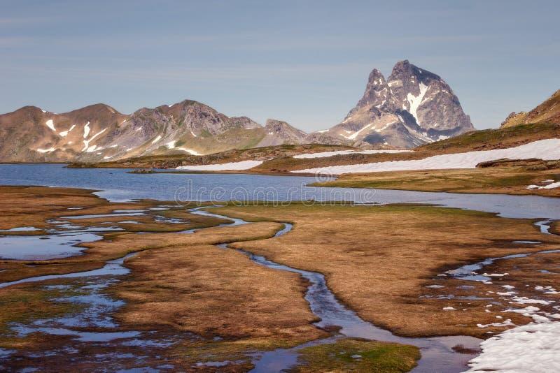 Schöne Landschaft mit der ` Midis d Ossau-Spitze im Hintergrund, PA stockbild