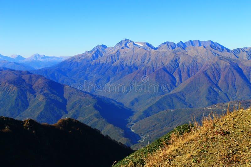 Schöne Landschaft Rosa Khutor-Bergblicke lizenzfreie stockbilder