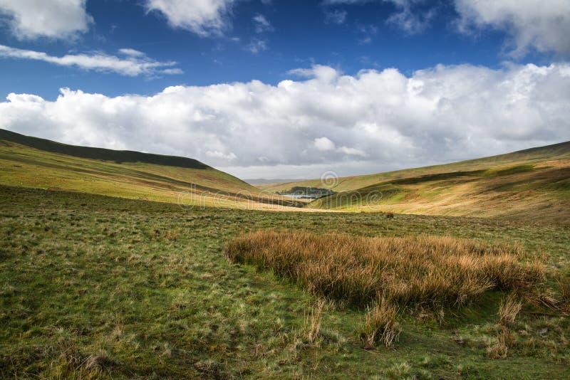Schöne Landschaft von Brecon erleuchtet Nationalpark mit schwermütigem s lizenzfreie stockfotografie