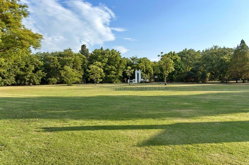 Schöne Landschaft von Emmarentia-Park lizenzfreie stockfotos