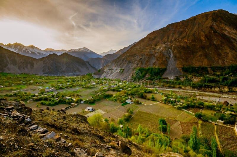 Schöne Landschaft von Hunza-Tal in der Herbstsaison Nördlicher Bereich von Pakistan stockfotos