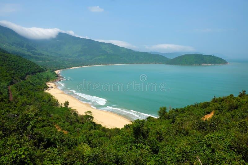 Schöne Landschaft von Lang Co-Strand lizenzfreies stockfoto