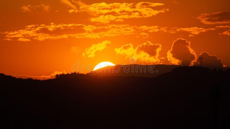 Schöne Landschaft während der Zeit die Sonnenuntergangansicht vom Berg stockfoto