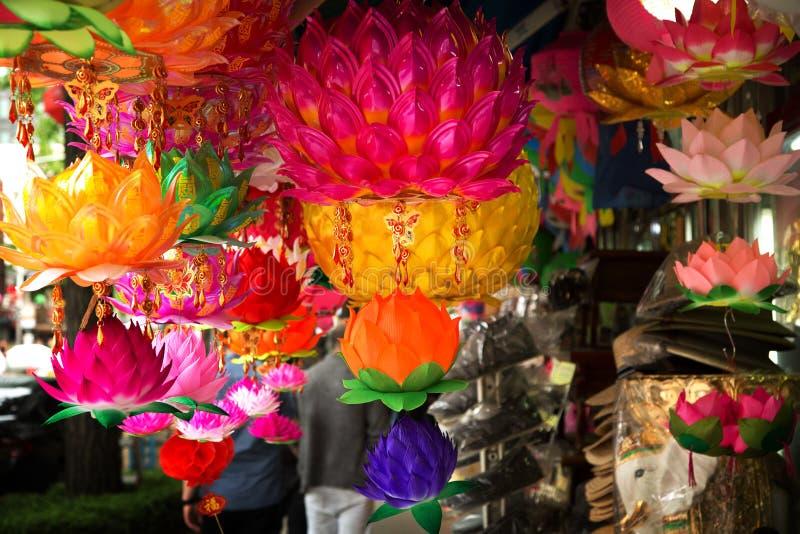 Schöne Laternen für Verkauf auf der Straße lizenzfreie stockfotografie