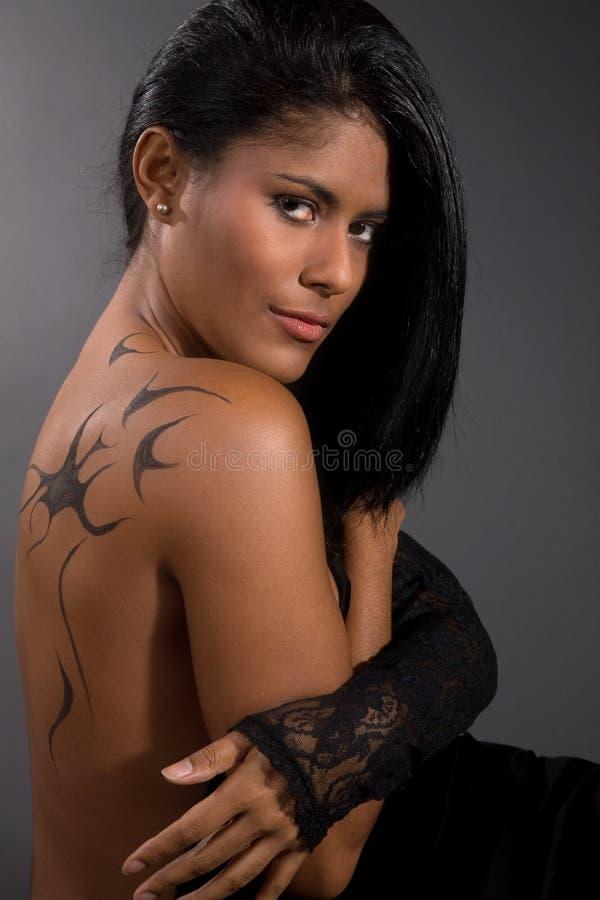 Schöne Latinofrau stockfotografie