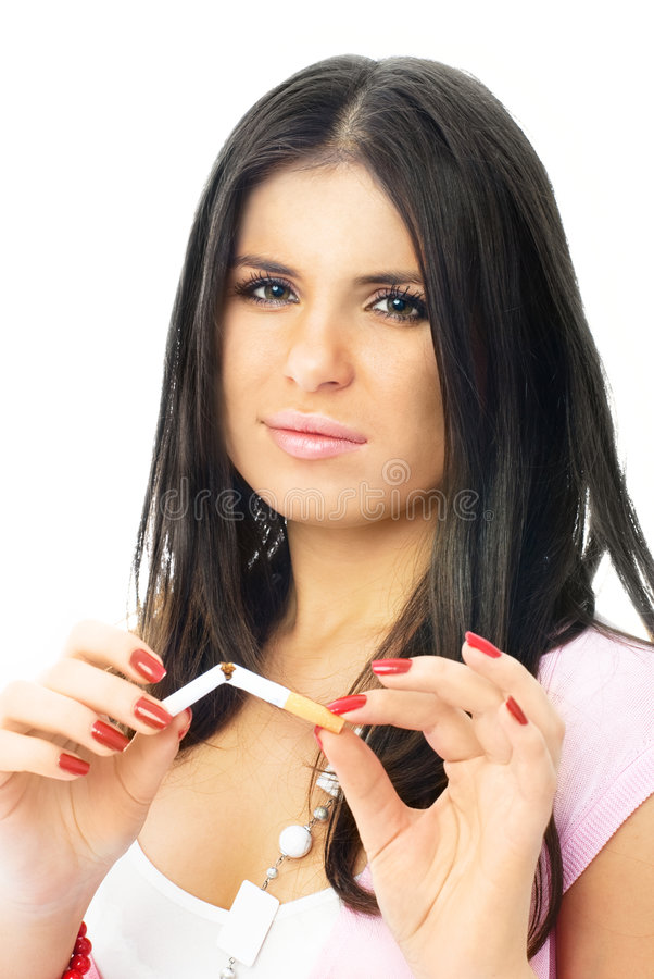 Schöne Mädchenfrau, die eine Zigarette bricht stockbilder