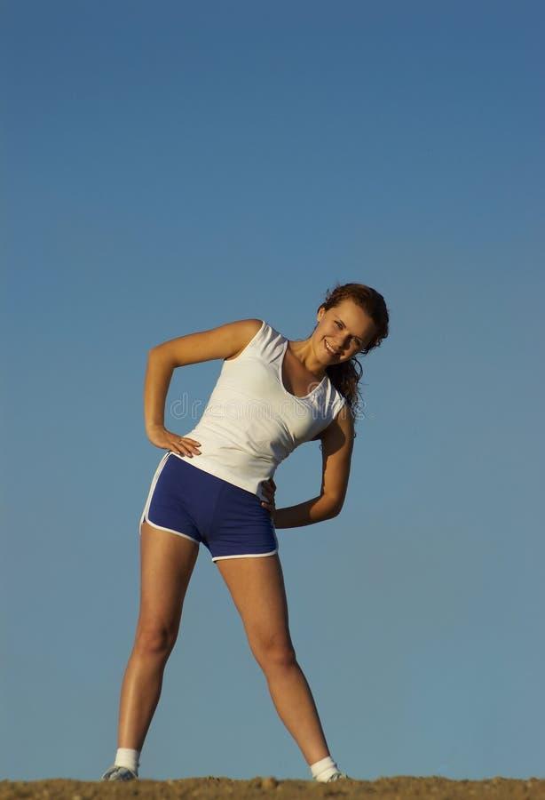 Schöne Mädcheninteressen auf Sport lizenzfreie stockfotografie