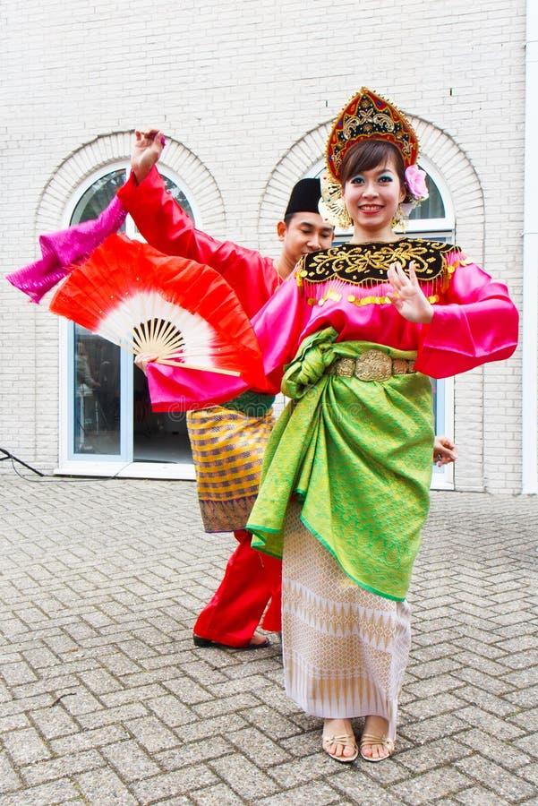 Schöne malaysische Tänzerin lizenzfreies stockbild