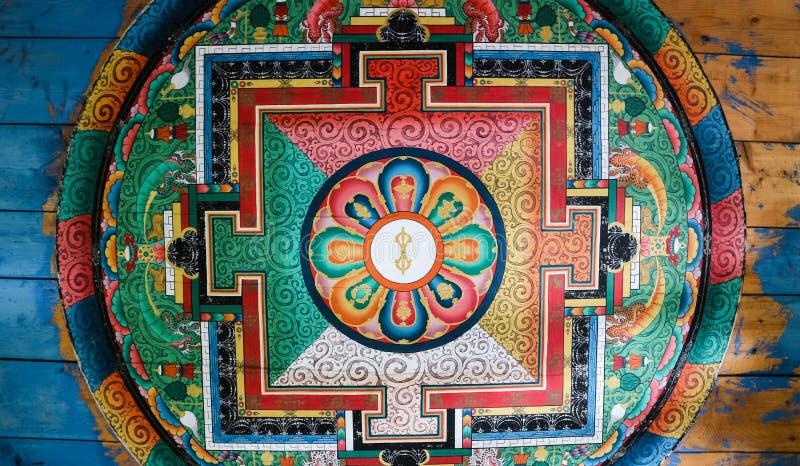 Schöne Malerei auf Decke, innere Wand der Hängebrücke, Paro, Bhutan stockbild