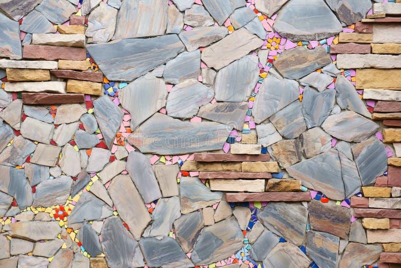 Schöne mehrfarbige Steinwand lizenzfreies stockbild