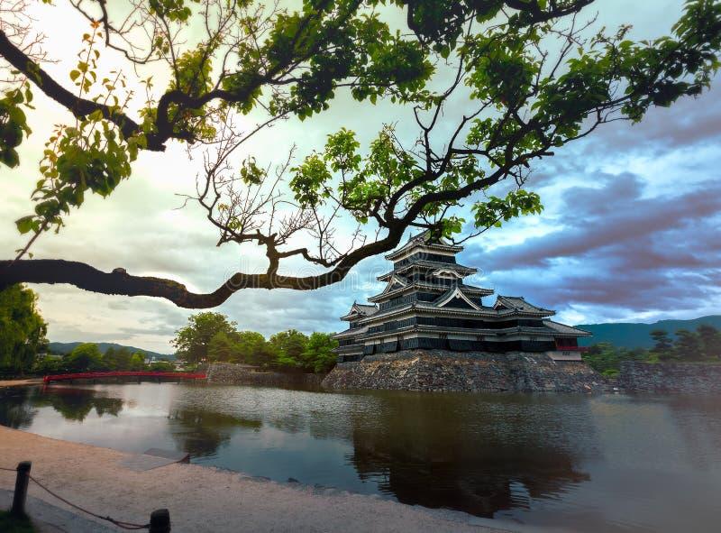 Schöne mittelalterliche Matsumoto-Schlosses von Samurais altern im Ost-Honshu, Nagano, Japan lizenzfreie stockfotos