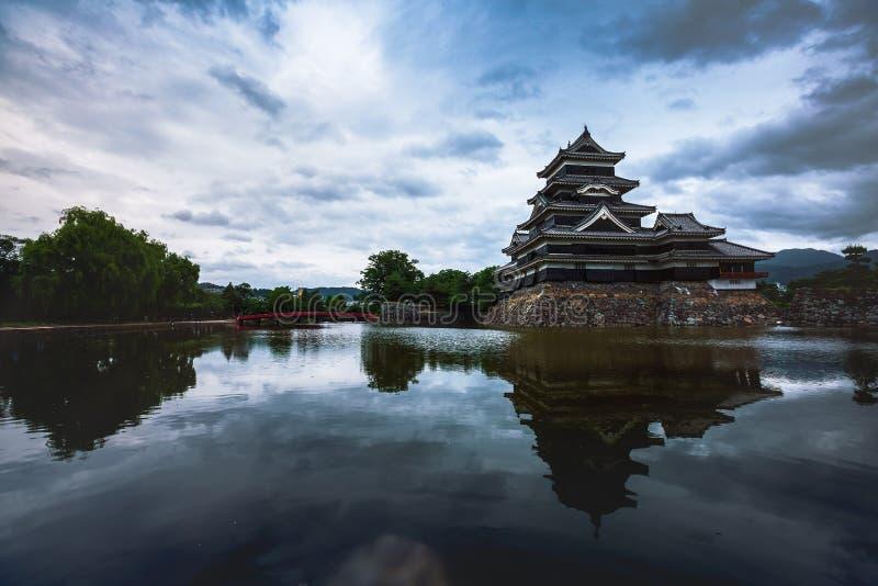 Schöne mittelalterliche Matsumoto-Schlosses von Samurais altern im Ost-Honshu, Nagano, Japan stockbild