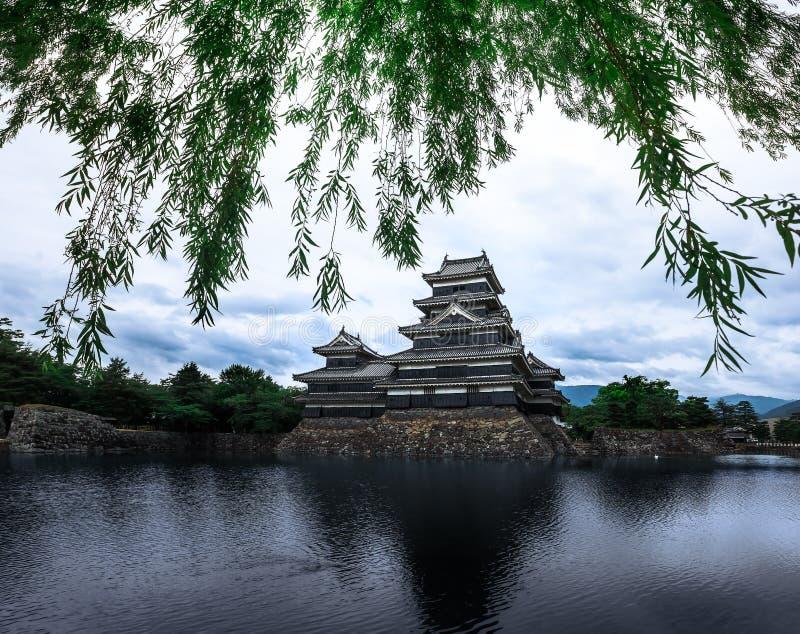 Schöne mittelalterliche Matsumoto-Schlosses von Samurais altern im Ost-Honshu, Nagano, Japan lizenzfreie stockbilder