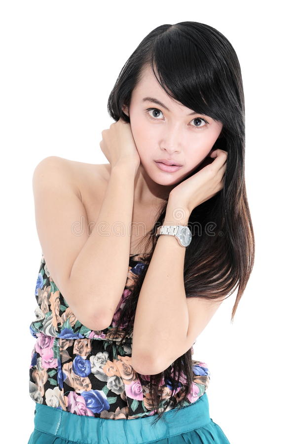 Schöne Mode-Modell-Aufstellung der jungen Frau stockfoto