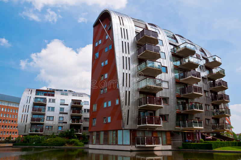Schöne moderne Architektur-Wohnwohngebäude lizenzfreie stockbilder