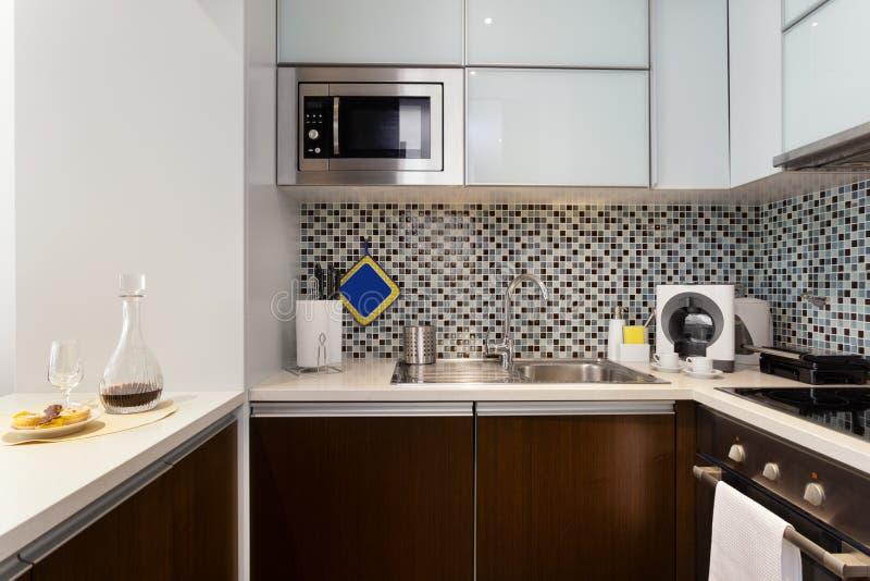 Schöne moderne Küche stockfotografie