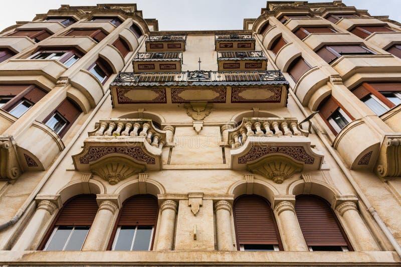 Schöne modernistische Fassade in Bilbao stockfotos
