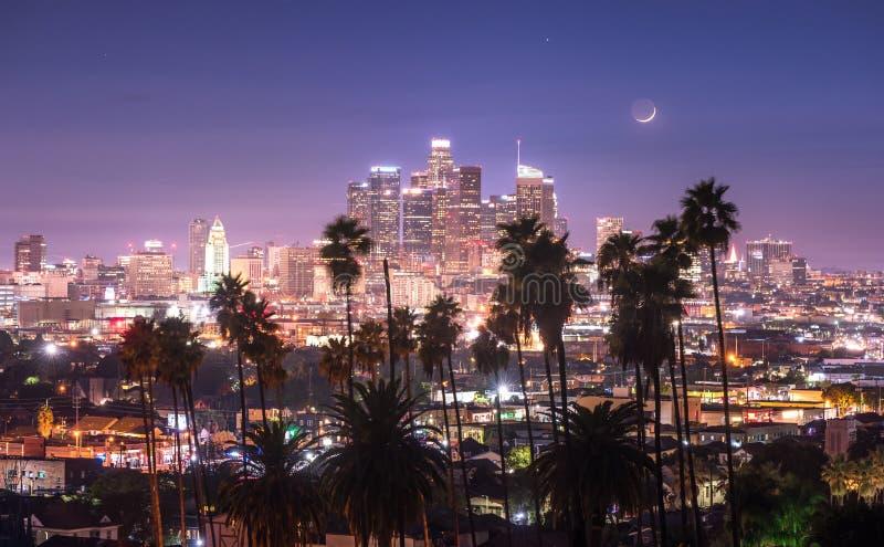 Schöne Nacht von im Stadtzentrum gelegenem Los Angeles lizenzfreie stockfotos