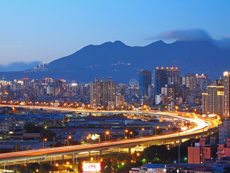 Schöne Nachtszene von Taipeh-Stadt lizenzfreie stockfotografie