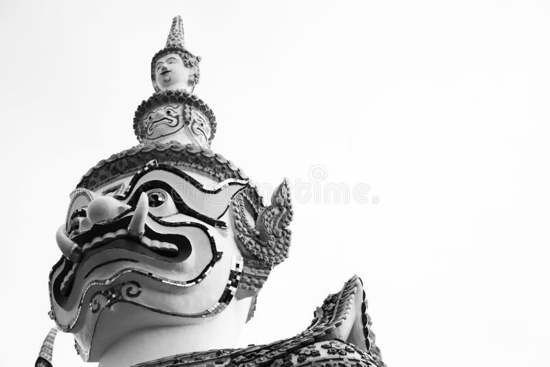 Schöne Nahaufnahme der Riese am Wat-arun in Bkk, Thailand - Schwarzweiss lizenzfreies stockfoto