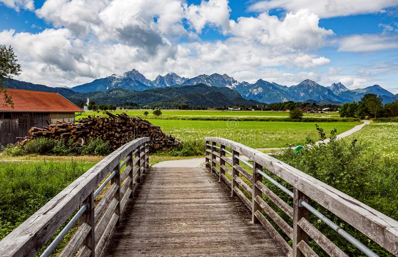 Schöne Naturlandschaft der Alpen Forggensee und Schwanga stockbilder