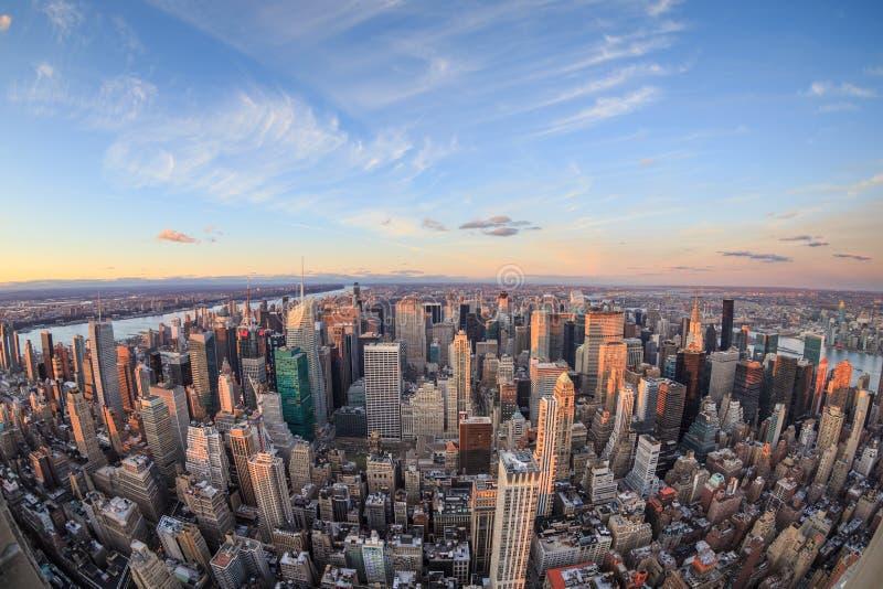 Schöne New- York Cityskyline mit städtischen Wolkenkratzern lizenzfreie stockfotografie
