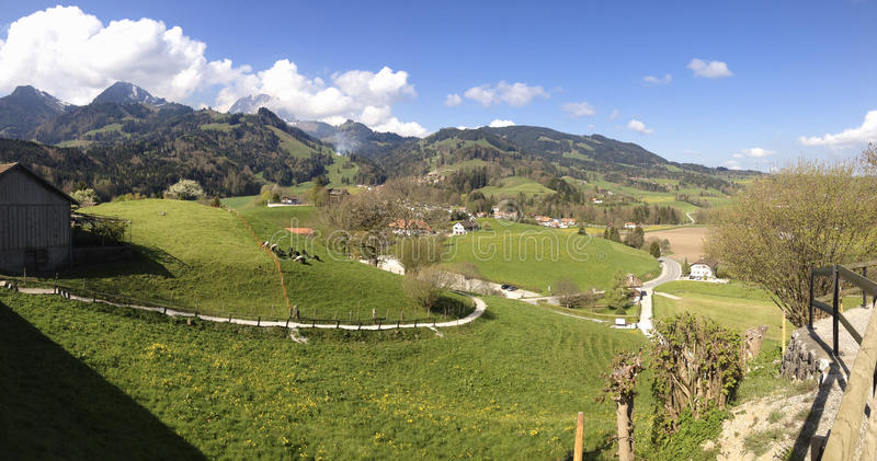 Schöne panoramische Landschaft in der Schweiz, Gruyeres stockfoto