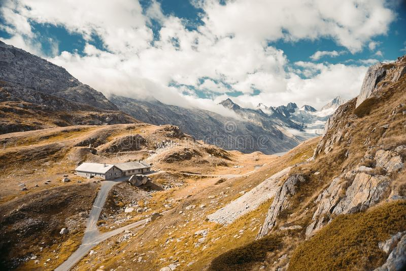 Schöne panoramische Natur in den Bergen lizenzfreie stockbilder